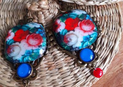 boucles d'oreilles un air de russie, fleurs rouges et bleues, grandes creation merveilles